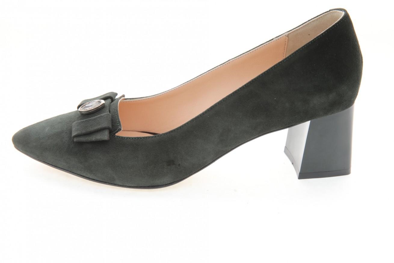 Дамски обувки от естествен велур в зелено